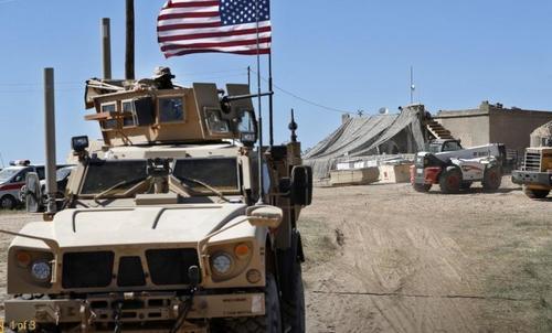 """""""Od Boltona rozkazy nepřijímáme"""": Stahování USA ze Sýrie začíná"""