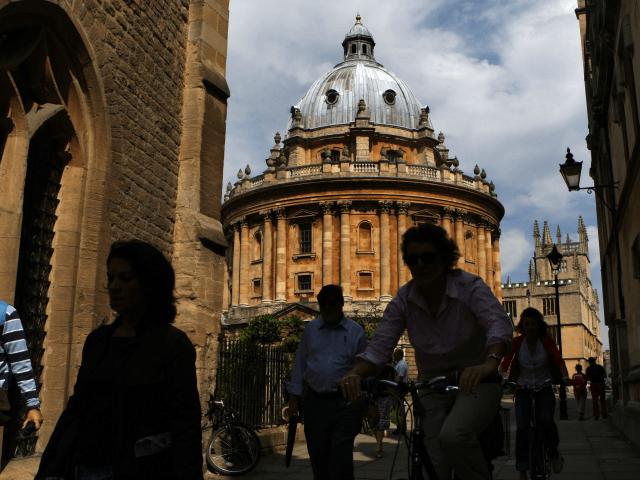 Vláda nařizuje univerzitám, že dosažené studijní úspěchy nesmí být etnicky rozdílné, jinak dopadnou sankce