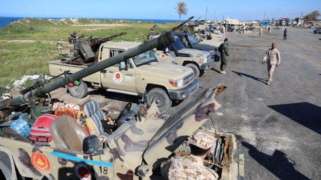 LIBYJSKÁ NÁRODNÍ ARMÁDA POSTUPUJE NA TRIPOLIS, PŘESTOŽE 'MEZINÁRODNÍ KOMUNITA' VOLÁ PO 'MÍRU'