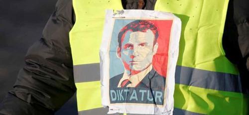 Macron razií na Žluté vesty asi vyvolá dluhovou krizi