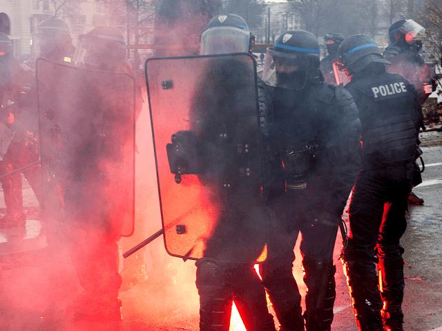 Paranoidní Macronova vláda se zajímá, jestli Itálie či jiné 'cizí mocnosti' nefinancují Žluté vesty