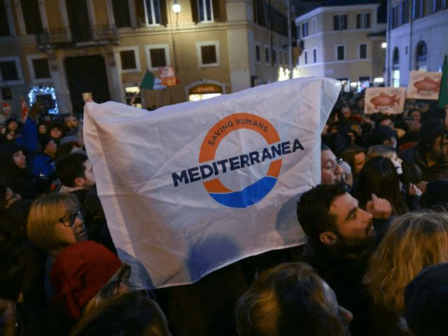Itálie zabavila neziskovce trajekt na migranty, protože porušila Salviniho blokádu