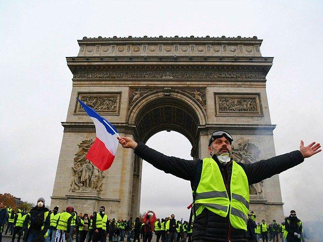 Italští populisté podporují Žluté vesty, které Macronova Francie slibuje rozdrtit