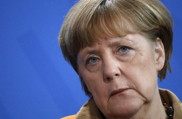 Němečtí konzervativci se dožadují rezignace Merkelové