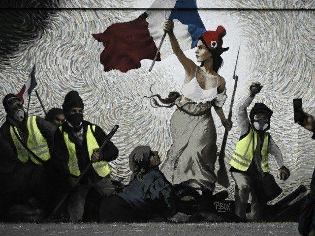 Čtyři z deseti Francouzů říkají, že jediným řešením problémů jejich země je REVOLUCE