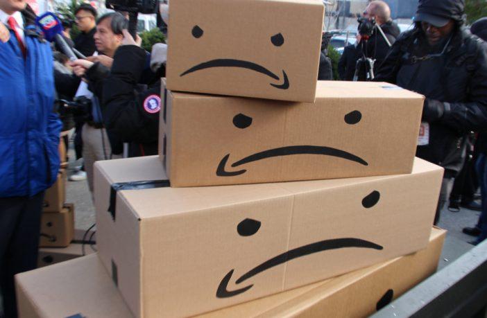 Kampaň moderního 'pálení knih' u Amazonu zaměřená proti konzervativním autorům