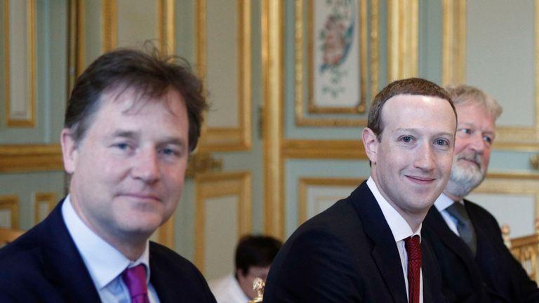 Macron přivítal Zuckerberga hrozbami regulace Facebooku